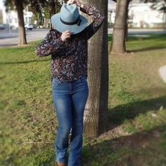 My outfits #1 (Flare jeans and a blue hat)