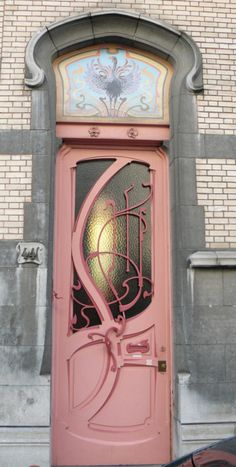 When have you last seen a dusty pink door?  I like it, but hubby would probably have a problem with it