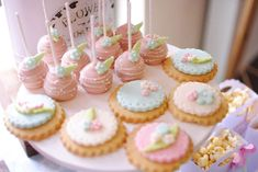 The second cupcake display was a chocolate and vanilla mix with pink, white and orange frosting. Baby Shower Cake Pops, Baby Shower Candy, Baby Showers, White Cupcakes, Mini Cupcakes, Shabby Chic Cookies, Vintage Tea Parties, Pink Desserts, Birthday Cake Pops