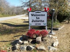 Welcome To Juliette Georgia Home Of Fried Green Tomatoes Georgia Girls, Georgia On My Mind, Stranger Things Filming Locations, Fried Green Tomatoes Movie, Fannie Flagg, Georgia Homes, The Cloisters, Moving To California