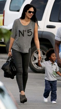Style Rhapsody: Monday Muses: Kimora Lee Simmons Kenzo Hounsou Click image for more information. Celebrity Siblings, Celebrity Moms, Celebrity Style, Kimora Lee Simmons Kids, Simple Outfits, Cute Outfits, Black Celebrities, Celebs, Famous Black
