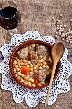 Cocido de garbanzos (Chickpea stew)