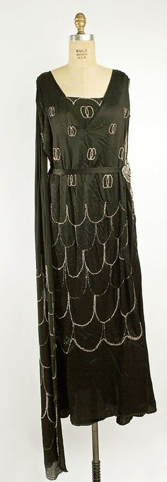 1925 House of Drecoll Evening dress  Metropolitan Museum of Art, NY. See more museum collection dresses at www.vintagefashionandart.com.