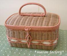 紙バンド Basket Bag, All Craft, Diy And Crafts, Fine Jewelry, Miniatures, How To Make, Paracord, Pouches, Baskets
