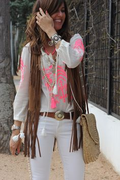 Boho clothes, jewelry and bags have rocked the fashion world. Boho has been immensely popular both with celebrities with masses alike. Let us look over on Boho Boho Chic Outfits Summer, Boho Outfits, Cute Outfits, Estilo Hippie Chic, Hippie Style, Bohemian Style, Boho Ootd, Look Boho Chic, Moda Hippie