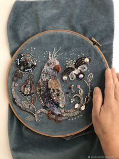Embroidery Bags, Bead Embroidery Jewelry, Gold Embroidery, Embroidery Patterns, Leather Bag Pattern, Contemporary Embroidery, Denim Crafts, Art Du Fil, Lesage