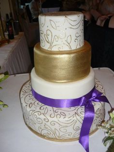 I like this with a lilac ribbon instead of the deeper purple.
