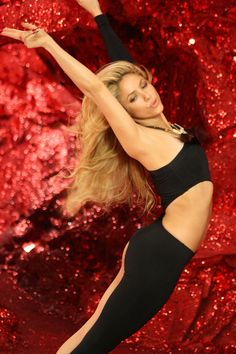 Shakira is my idol she is gorgeous and she's got moves! Shakira Music Videos, She Is Gorgeous, Young And Beautiful, Most Beautiful, Latino People, Shakira Hips, Shakira Mebarak, Just For Gags, Musica