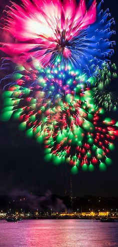 ~~Dynamic Focus Fireworks | Downtown, Barrie, Ontario, Canada by Don Komarechka~~