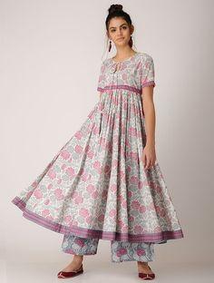 Pink-White Block-printed Cotton Anarkali Kurta Pakistani Dresses, Indian Dresses, Indian Outfits, Iranian Women Fashion, Pakistani Fashion Casual, Cotton Long Dress, Cotton Dresses, Indian Bridesmaid Dresses, Cotton Anarkali