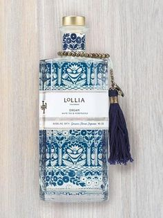 Fragrance Notes: White Tea & Honeysuckle Description A dreamy fragrance combination of Linden, White Tea, Bergamot and Honeysuckle is sweetly familiar, like a pleasant memory while drifting off to sle #luxurydesign