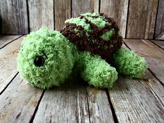 Create a soft, squishy friend with a removable shell using Bernat Pipsqueak yarn. The Pipsqueak Turtle is a free, easy crochet pattern. Crochet Turtle Pattern, Easy Crochet Patterns, Crochet Patterns Amigurumi, Crochet Toys, Crocheting Patterns, Crochet Crafts, Crochet Ideas, Knit Crochet, Yarn Animals