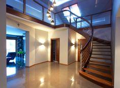Finde klassischer Flur, Diele & Treppenhaus Designs: Wangentreppe Düsseldorf. Entdecke die schönsten Bilder zur Inspiration für die Gestaltung deines Traumhauses.