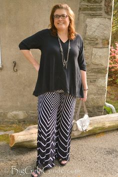How to wear Plus Size Printed Pants Womens Plus size fashion from BigGirlsGuide outfit of the day Plus Size blogger