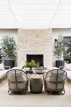 Outdoor Spaces, Outdoor Living, Outdoor Decor, Fireplace Seating, Porch With Fireplace, Backyard Fireplace, Fireplace Ideas, Cool Rooms, Patio Design