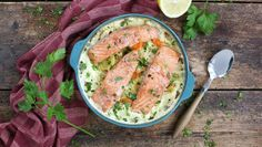 Alt i ett-form med laks One Pot Wonders, Laksa, Salmon Burgers, Cheeseburger Chowder, Seafood Recipes, Guacamole, Potato Salad, Food And Drink, Health Fitness