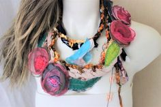 Boho Outfits, Colorful Flowers, Pink Flowers, All Things Christmas, Christmas Holidays, Boho Necklace, Crochet Necklace, Sell On Etsy, My Etsy Shop