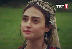 Halime Hatun Turkish People, Turkish Actors, Turkish Wedding, Esra Bilgic, Cute Coffee Mugs, Turkish Beauty, Love Photos, Muslim Fashion, How To Look Pretty