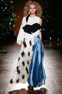 See all the Collection photos from Toga Spring/Summer 2016 Ready-To-Wear now on British Vogue 2016 Fashion Trends, Runway Fashion, Love Fashion, High Fashion, Fashion Show, Fashion Design, London Fashion, Spring Summer 2016, Fashion Editorials