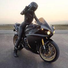 Motorcycle for women motorbikes biker chick 53 Ideas – Classic Cars Motorbike Girl, Motorcycle Outfit, Motorcycle Helmets, Motorbike Photos, Girl Riding Motorcycle, Women Motorcycle, Motorcycle Accessories, Lady Biker, Biker Girl