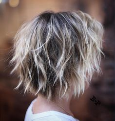 Choppy Bob with Blonde Ends Style shag hairstyles with wispy ends messy for a whimsical airy feel. To create this textured hairdo, get a cut with razored layers all around the head and rough dry… Short Blonde Haircuts, Short Shag Hairstyles, Blonde Hairstyles, Bob Haircuts, Hairstyles 2018, Bang Hairstyles, 2018 Haircuts, Woman Hairstyles, Short Layered Haircuts