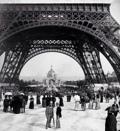 On May the Eiffel Tower received its first visitors. Gustave Eiffel, Paris Torre Eiffel, Paris Eiffel Tower, Empire State Building, Old Photos, Vintage Photos, Monuments, Plan Paris, Steampunk House
