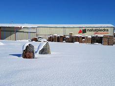 Después de la tormenta llega la calma, dejando estampas tan espectaculares como esta. Showroom de Naturpiedra en Bernardos, origen de nuestra  #filitagris. #segovia #nieve #spain #españa #castillayleon #nievesegovia #cold #winter #snow