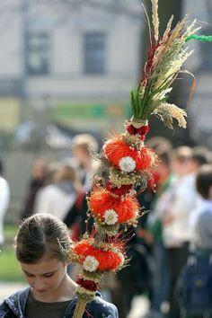 Polish Easter Traditions - Popular on Palm Sunday in Poland and in Europe. Polish Easter Traditions, Holiday Traditions, Dyngus Day, Polish Holidays, Polish People, Polish Folk Art, Polish Recipes, Polish Food, Palm Sunday