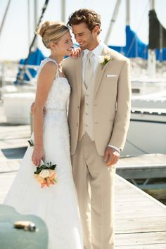 Most of the guy decides to go with casual outfit usually for beach wedding, and when it comes to casual attire a light weight linen suit is the ultimate choice for a beach wedding
