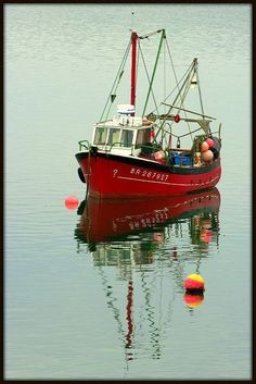 """The """"Strinkerez Dour"""", shellfish from the harbor of Brest. Old Boats, Small Boats, Fishing Boats, Fly Fishing, Fishing Lures, Shrimp Boat, Foto Transfer, Fishing Vessel, Boat Art"""