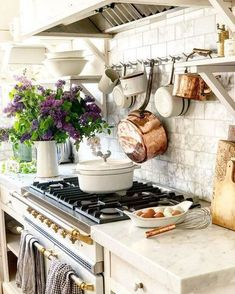 French Decor 90900 White Country french farmhouse decor inspiration in a kitchen with Lacanche range, white marble, and copper pots. French Style Decor, French Farmhouse Decor, French Country Kitchens, French Country Bedrooms, French Country Cottage, Farmhouse Interior, French Country Decorating, Modern Farmhouse, Farmhouse Style