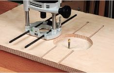 A router table doesn't have to cost a fortune or weigh a ton to deliver professional results. You can build your own router table that clamps to your workbench. Router Lift, Router Tool, Wood Router, Router Woodworking, Woodworking Supplies, Easy Woodworking Projects, Festool Router Table, Build A Router Table, Planer