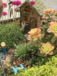 7+ Best Fairy Garden Ideas for Your Inspiration Fairy Tree Houses, Fairy Garden Houses, Indoor Fairy Gardens, Mini Gardens, Desktop Zen Garden, Garden Projects, Garden Ideas, Pots, Yard Art