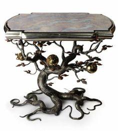 Mark Brazier-Jones, La table aux Grenades, acier, cuivre, or, miroir à l'antique, 2012 (©Mark Brazier-Jones/Galerie Michele Hayem Ivasilevitch).