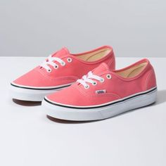 Browse bestselling Shoes at Vans including Women's Classics, Slip-On, Surf and Sandals. Shop at Vans today! Top Shoes, Women's Shoes Sandals, Women Sandals, Womens High Heels, Womens Flats, Estilo Vans, Vans Store, Vanz, Girls Football Boots