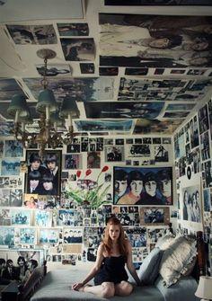 Cool 38 Enchanting Punk Rock Bedroom Design Ideas That Looks So Elegant Retro Room, Vintage Room, Bedroom Vintage, Punk Rock Bedroom, Punk Room, Room Ideas Bedroom, Bedroom Decor, Wall Decor, Grunge Bedroom