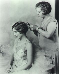 Mary Pickford having her famous curls cut