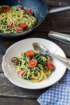 Spaghetti mit Spinat & Mascarpone | Madame Cuisine Rezept Pasta Al Dente, Tasty, Yummy Food, Pasta Dishes, Guacamole, Meal Planning, Main Dishes, Food And Drink, Vegan