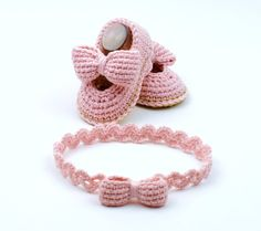 Baby Shoes with Bows Crochet Pattern -matching headband - Instructions for 3 Sizes -Easy Beginner Crochet Pattern PDF Easy Beginner Crochet Patterns, Basic Crochet Stitches, Crochet Basics, Crochet For Beginners, Knitting Patterns, Baby Shoes Pattern, Baby Patterns, Cute Baby Shoes, Zapatos