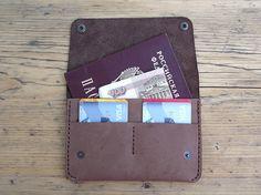 Cubierta cuero pasaporte cubierta cuero pasaporte Porta pasaporte cartera viaje cartera pasaporte cubre accesorios de viaje caso de pasaporte Passport Wallet, Passport Cover, Shopper Bag, Tote Bag, Leather Crafts, Handmade Accessories, Leather Wallet, Craft Ideas, Mood