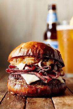 How to Make Best Burger - Delicious Burger - easy tasty hamburger recipes - burger ideas - vegan burger for diet - wet loss burger - low carb burger Beef Recipes, Cooking Recipes, Hamburger Recipes, Food Porn, Gourmet Burgers, Deli Burger, Burger Food, Cheese Burger, Homemade Burgers