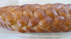 Fletbrød, en opskrift af Jan Friis-Mikkelsen. Se om du kan lave det perfekte, flettede pyntebrød, med en sprød skorpe, som får brødet til at lyde hult.