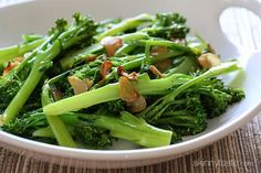 Easy Garlic Broccolini Recipe Side Dishes with broccolini, garlic, extra-virgin olive oil, red pepper flakes Quick Side Dishes, Vegetable Side Dishes, Side Dish Recipes, Vegetable Recipes, Main Dishes, Diet Recipes, Vegetarian Recipes, Cooking Recipes, Healthy Recipes