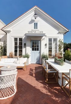 Garden Flowers Serena and Lily Opens Airy New Design Shop In West L.'S Pacific Palisades - Architectural Digest Porches, Lily Store, Pacific Palisades, Architectural Digest, Outdoor Entertaining, House Tours, The Hamptons, Luxury Homes, New Homes