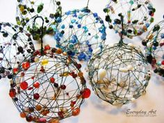 44 Easy to Realize Cheap DIY Crafts to Materialize With Your Children Christmas Crafts for Kids - Homesthetics - Inspiring ideas for your home. Wire Ornaments, Beaded Christmas Ornaments, Noel Christmas, Christmas Crafts For Kids, Christmas Projects, Simple Christmas, Holiday Crafts, Christmas Decorations, Ball Ornaments