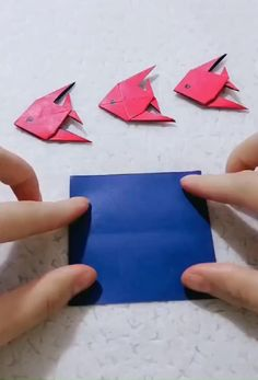 easiest way to DIY a paper toy fish Origami Toys, Instruções Origami, Origami Videos, Origami Fish, Paper Crafts Origami, Origami Design, Origami Jewelry, Best Origami, Origami Ship