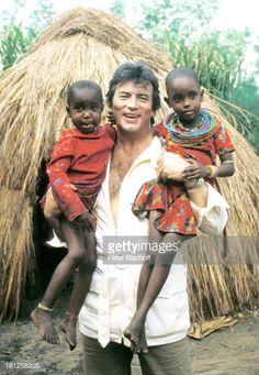 Nachrichtenfoto : Pierre Brice, einheimische Kinder, neben den...