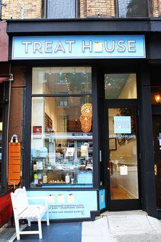 Treat House, NYC -- A fun bakery featuring gourmet Mini Rice Krispy Treats! | kevinandamanda.com