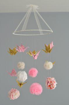 Mobile pompons (tissu, tulle, ...) et grues en origami / Sur commande : Puériculture par lafabriquedesptitsbouts                                                                                                                                                                                 Plus