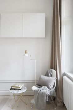 Love the long, plush fawn-y beige curtains. Would be nice in a bedroom